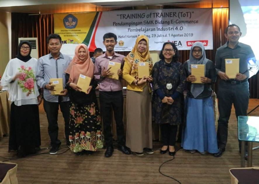 Ikuti Training of Trainer, SMKN 1 Gempol Siap Terapkan E-Commerse