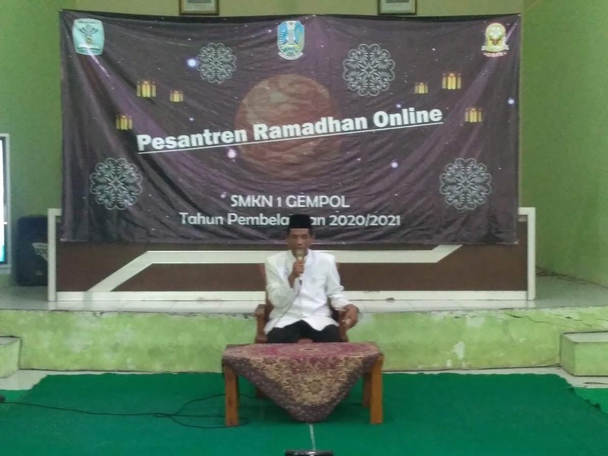 Berbagi Takjil, Berbuka Puasa Bersama sebagai Implementasi dari Pesantren Ramadhan Online 1442 H.